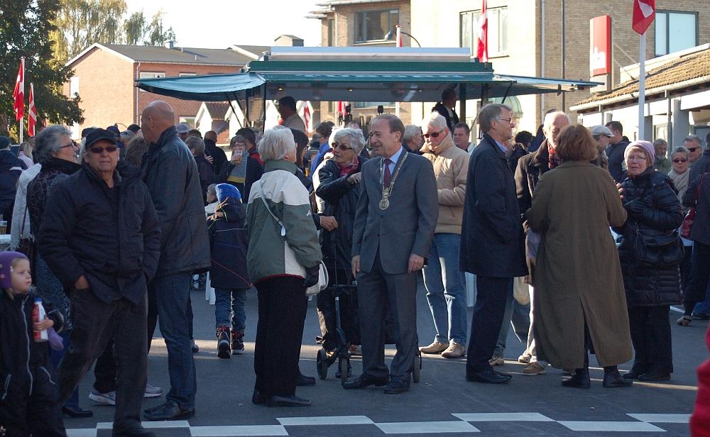 Bybillede med borgmester Toft i centrum